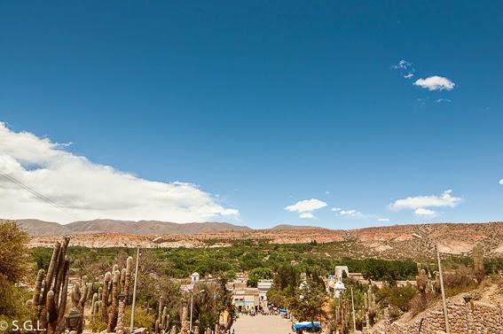 Vistas desde el monumento al gaucho en Humahuaca. Viajando por Argentina. La quebrada de Humahuaca