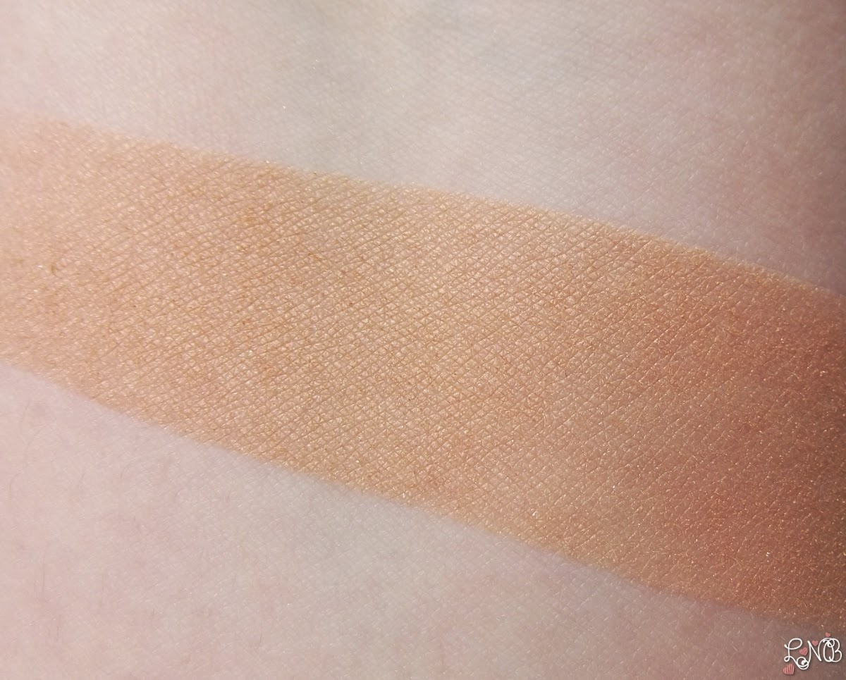 DIOR Diorskin Nude Shimmer  Poudre illuminatrice 002 Amber swatches