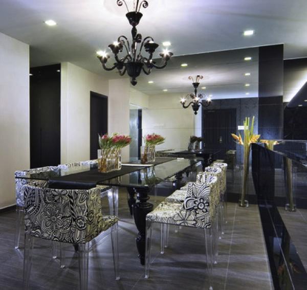 Sala de jantar preto e branco