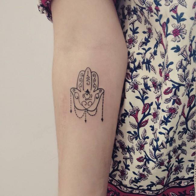 55 Tatuajes Mano De Fatima Para Mujeres Y Su Significado Real