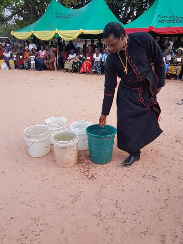 """Pastor """"turns cold water into hot water"""" in Ebonyi"""