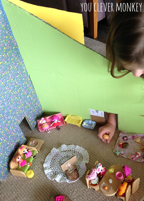DIY Cardboard Dollshouse - design and make your own house! The latest post in our #easyplayidea series - using simple resources found at home, re-create these easy play invitations for your children to make and play these holidays. Visit www.youclevermonkey.com or #easyplayidea on Instagram to follow along!