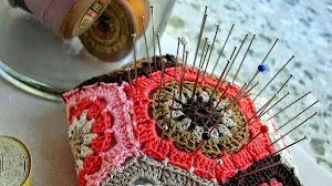 Alfiletero (acerico) crochet con 8 grannys