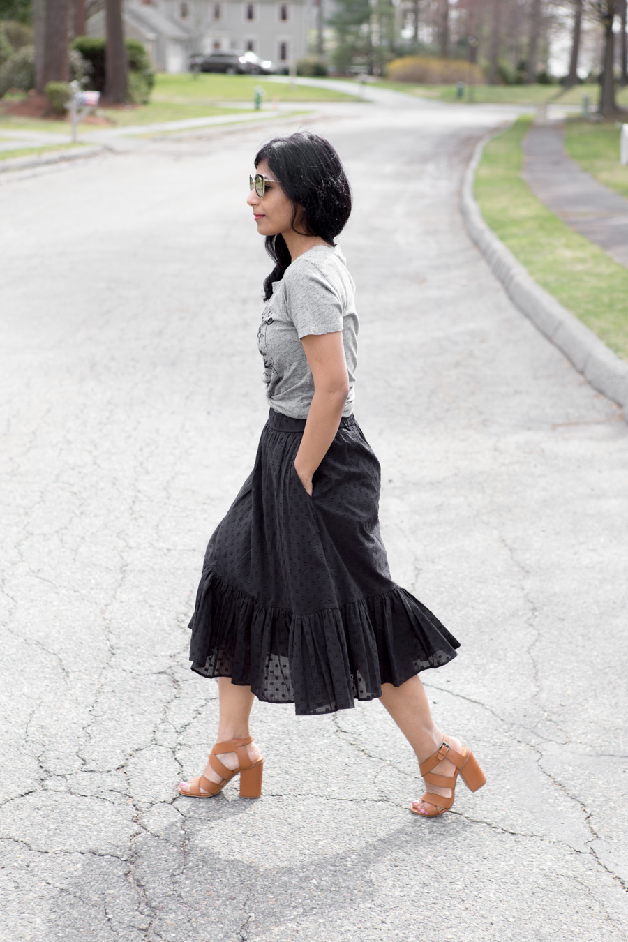 midiskirt, eyelet, block heel sandals, j.crew, petites, petite fashion, knotted tee, casual chic, pineapple clutch, mirror sunglasses