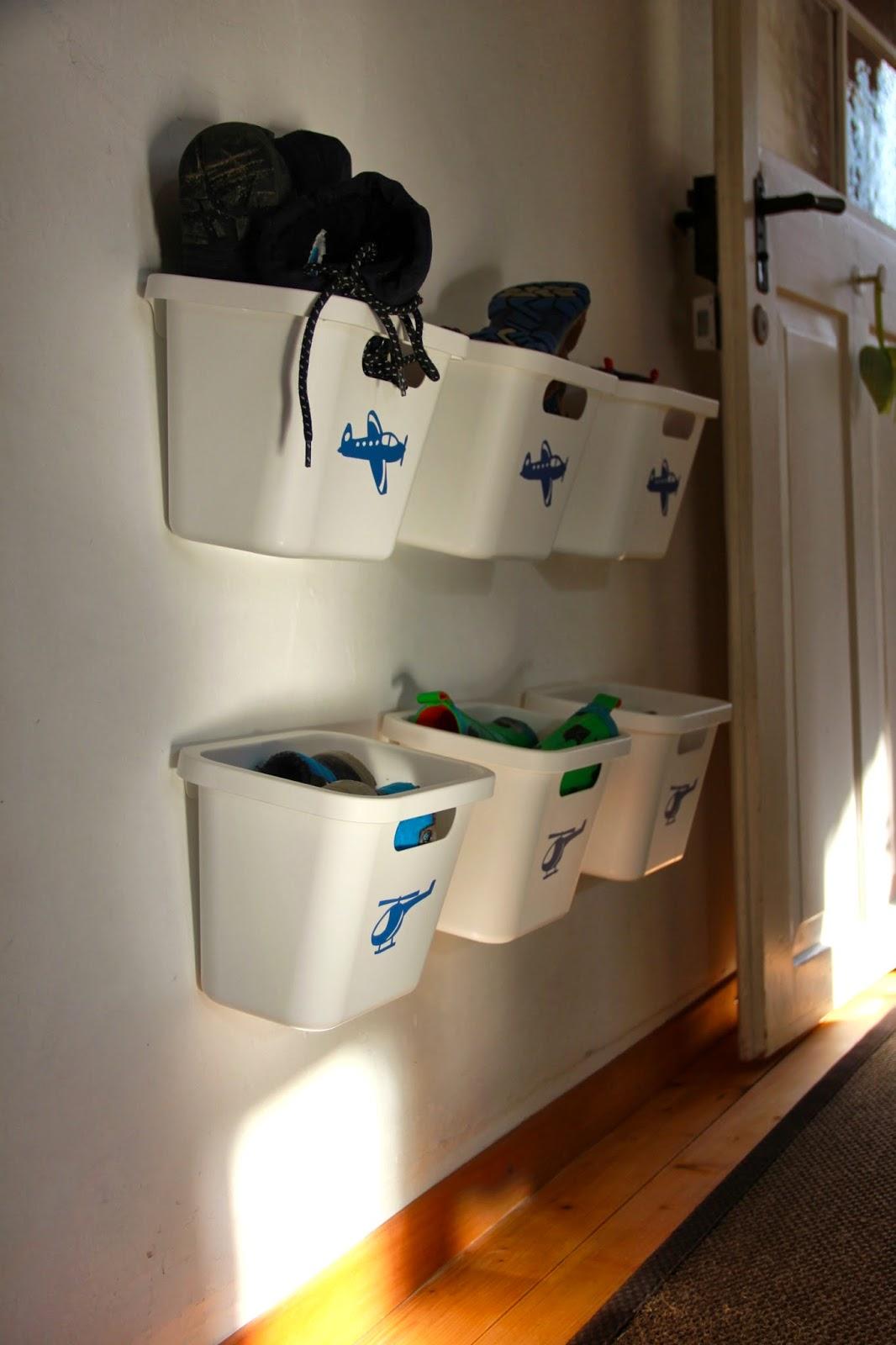 ina 39 s kreativwelt schuhregal f r kinderschuhe. Black Bedroom Furniture Sets. Home Design Ideas