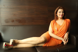 Actress Saloni Aswani Pos in Short Dress at Meelo Evaru Koteeswarudu Movie Interview  0312.JPG