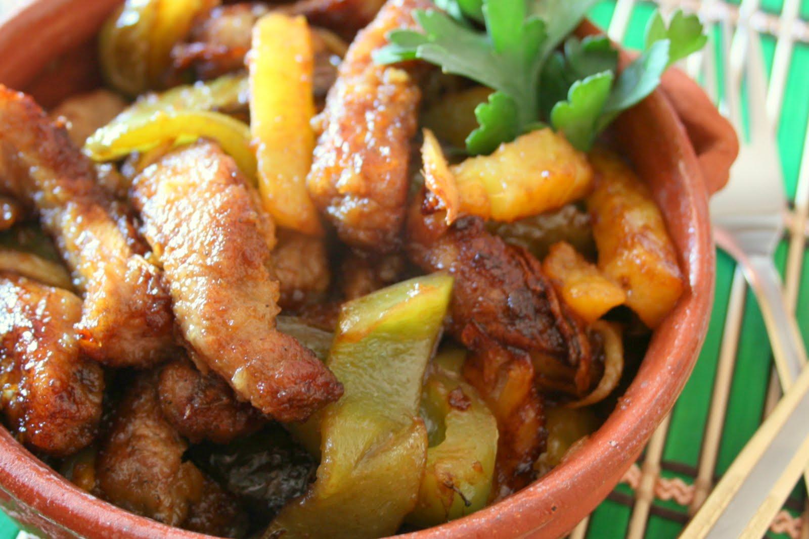Al tavolo: Свинина с ананасом и имбирем.