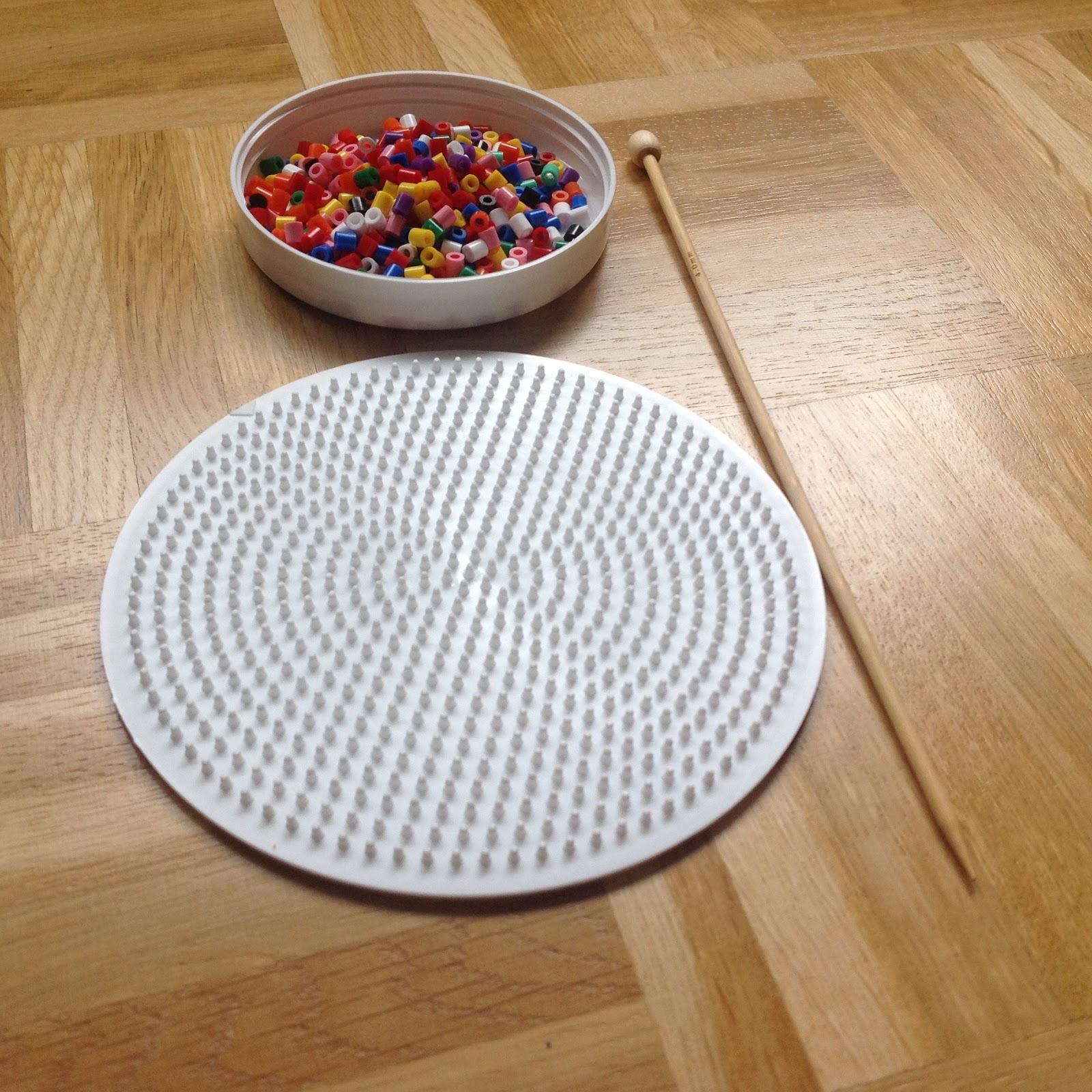 Bügelperlen und runde Steckplatte