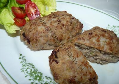 Kotlety z mięsa wołowego i kapusty