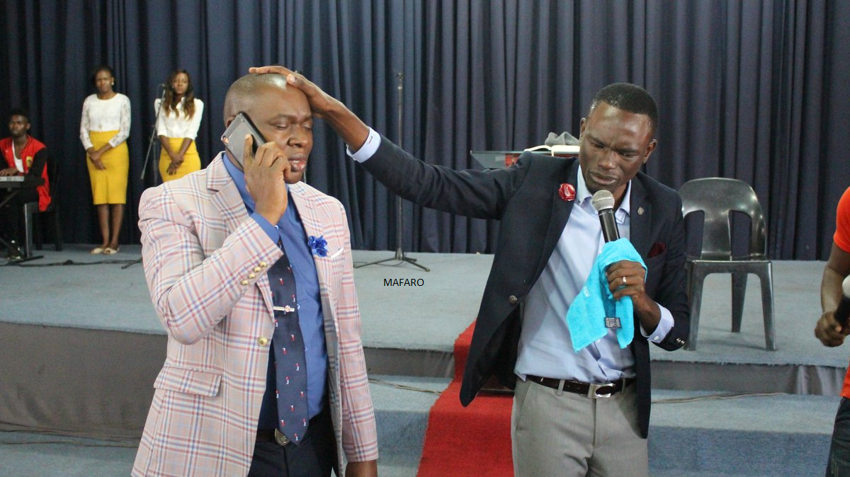 Introducing Prophet Tich Mataz ... Tich Mataz Now A Prophet ... Receiving Phone Call From God During Service