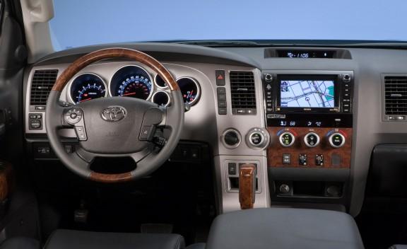 UG whipz: Toyota V8 2010