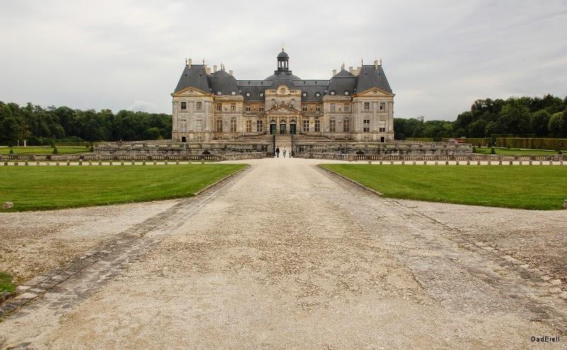 Château de Vaux le Vicomte Cour des Bornes