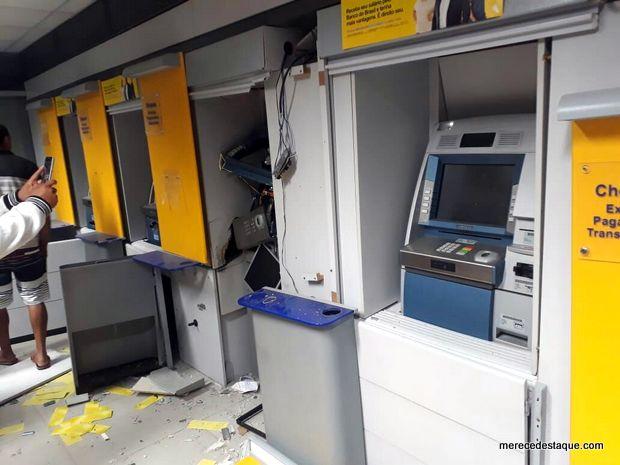 Criminosos invadem Brejo da Madre de Deus durante a madrugada e explodem agência bancária
