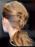 небрежна опашка с рошава коса
