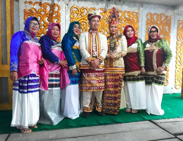 Gambar Pakaian Adat Pengantin Sulawesi Tenggara