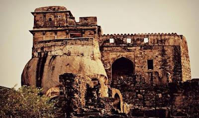 मदन महल किले का इतिहास
