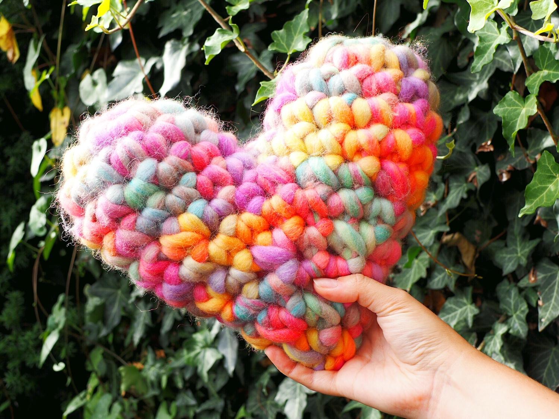 DIY-Herz aus chunky Garn gehäkelt mit Anleitung für Anfänger