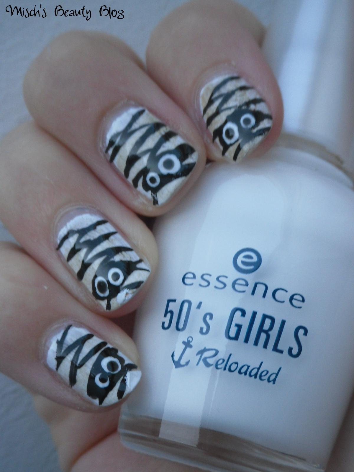 Misch S Beauty Blog Notd September 29th Fall Leaf Nail Art: Misch's Beauty Blog: October 2011