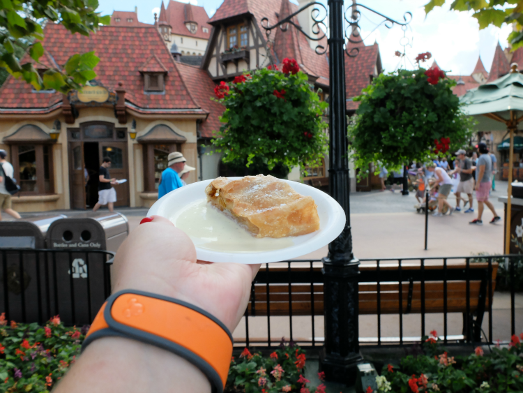 Walt Disney World, Epcot, German Pavilion, apple strudel