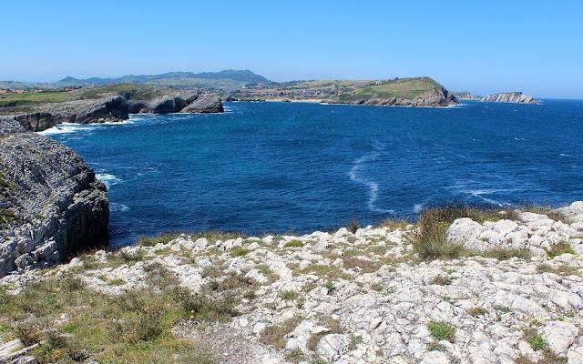 Vistas desde la isla Virgen del Mar. Costa Quebrada. Cantabria