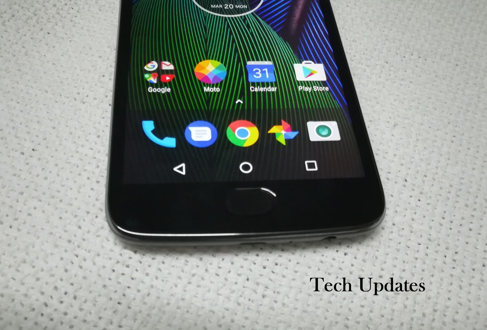 how to put sim card in moto g5 plus