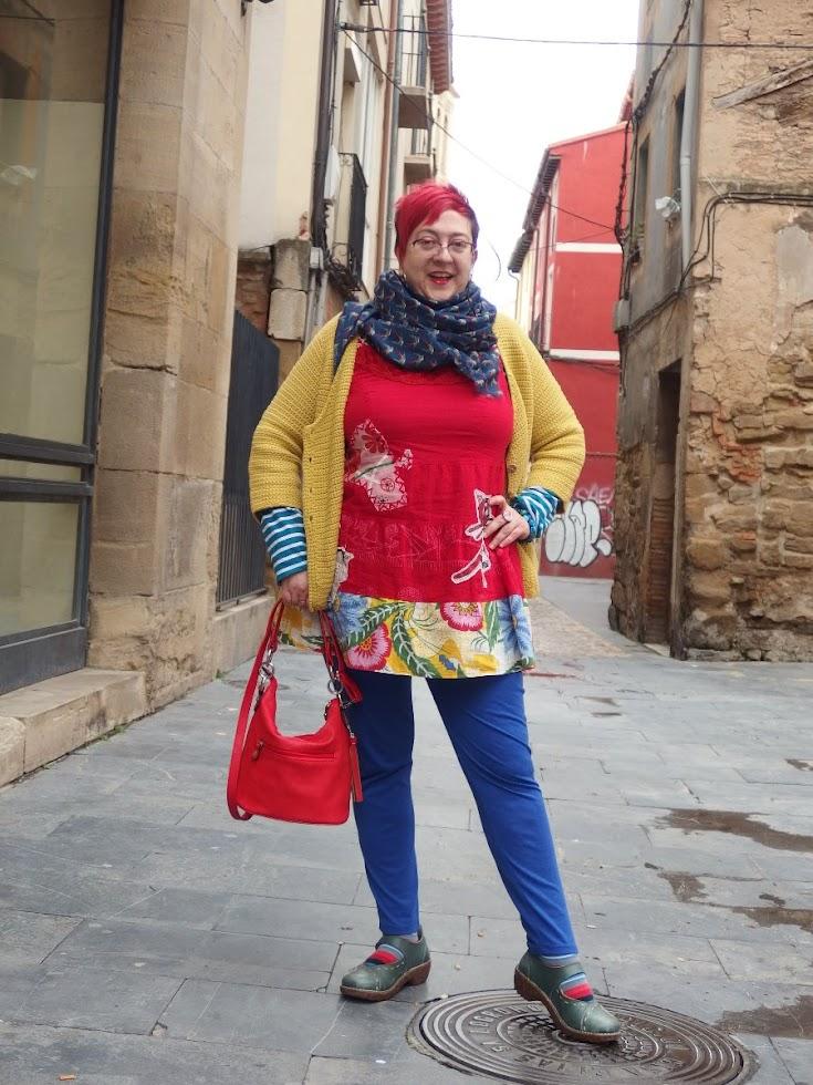 image Señora en legging rojo facesitting
