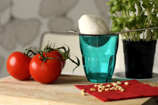 Salata sa paradajzom, rukolom, mocarelom i pestom od bosiljka
