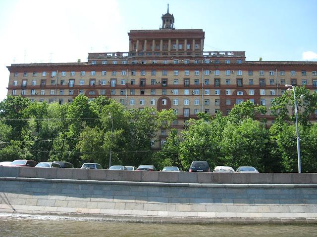 здание на космодамианской набережной