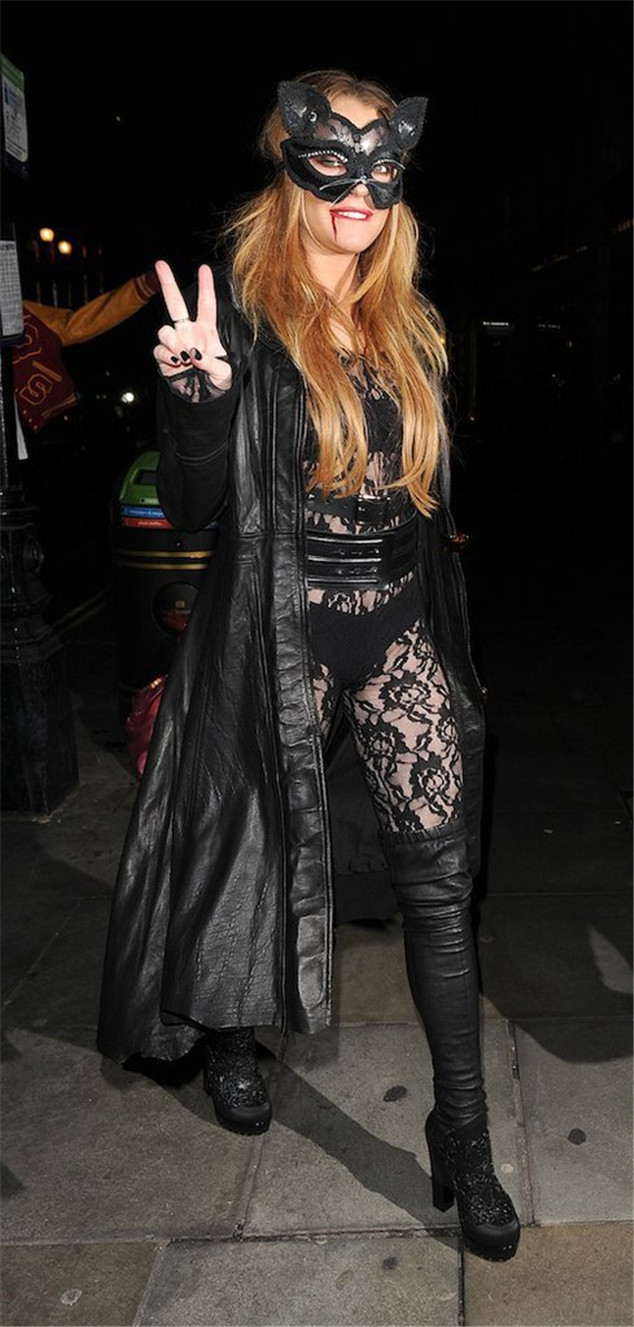 Lindsay Lohan: Bloody Catwoman for Halloween!