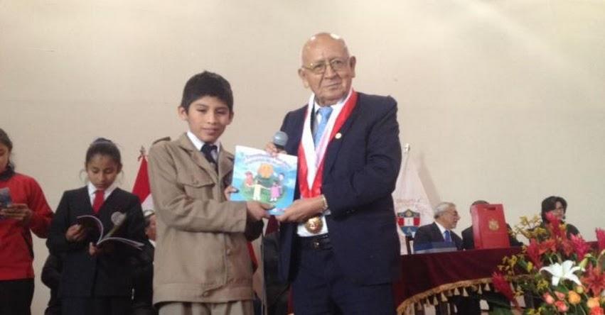 Tribunal Constitucional entregó 300 ejemplares de la Constitución Política del Perú a escolares de Arequipa