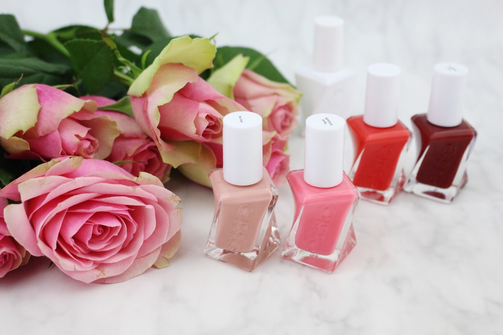 Essie-Shoppinator-Shoppination-Gel-Gellacke-Lacke-Gelcouture-Essiecouture-Couture-Gel-Gelsystem-Essiegel-ohne-UV-Nagellack-neue-Flaschen-Design-neues-Flaschendesign-Neuheit-Innovation-Essieneuheit-gedreht-Nagellack-Flashed-Bubbles-only-weinrot-bordeaux-Signature-Smile-Neon-neonpink-pink-sew-me-sewme-nude