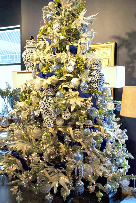 Christmas Tree Tips, Christmas tree decorating ideas, blue and white pottery, ginger jars, Christmas decorations
