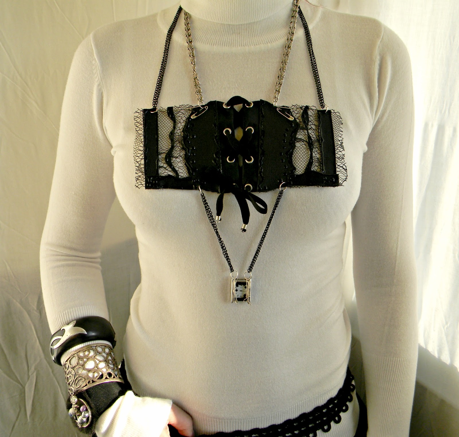 """Gothic Ball"" Necklace-Corset"