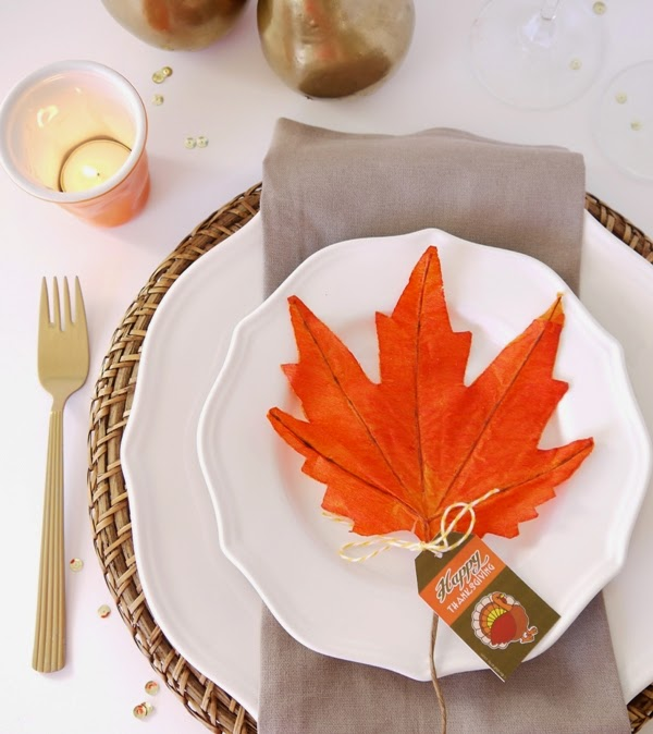 Easy Thanksgiving Table Setting Idea - via BirdsParty.com