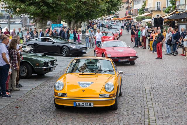 Gelber Porsche 911 Carrera 2.7 RS auf den Sportcars Day 2018 bei der Parade von Ascona ins Maggiatal