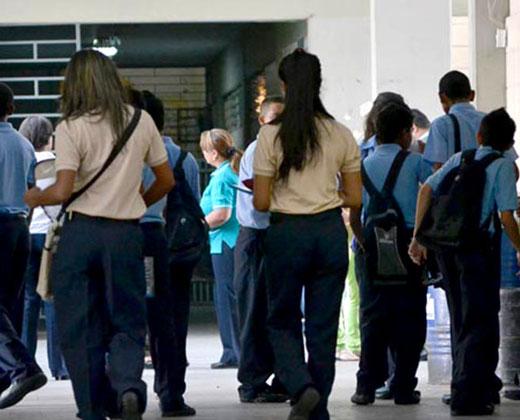 Reforma curricular educativa incluye sólo 127 planteles públicos de todo el país