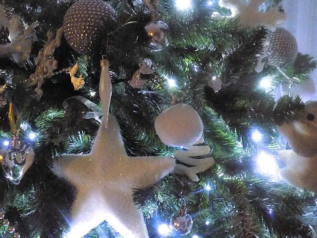 χριστουγεννιάτικη-ασπρη-διακοσμηση