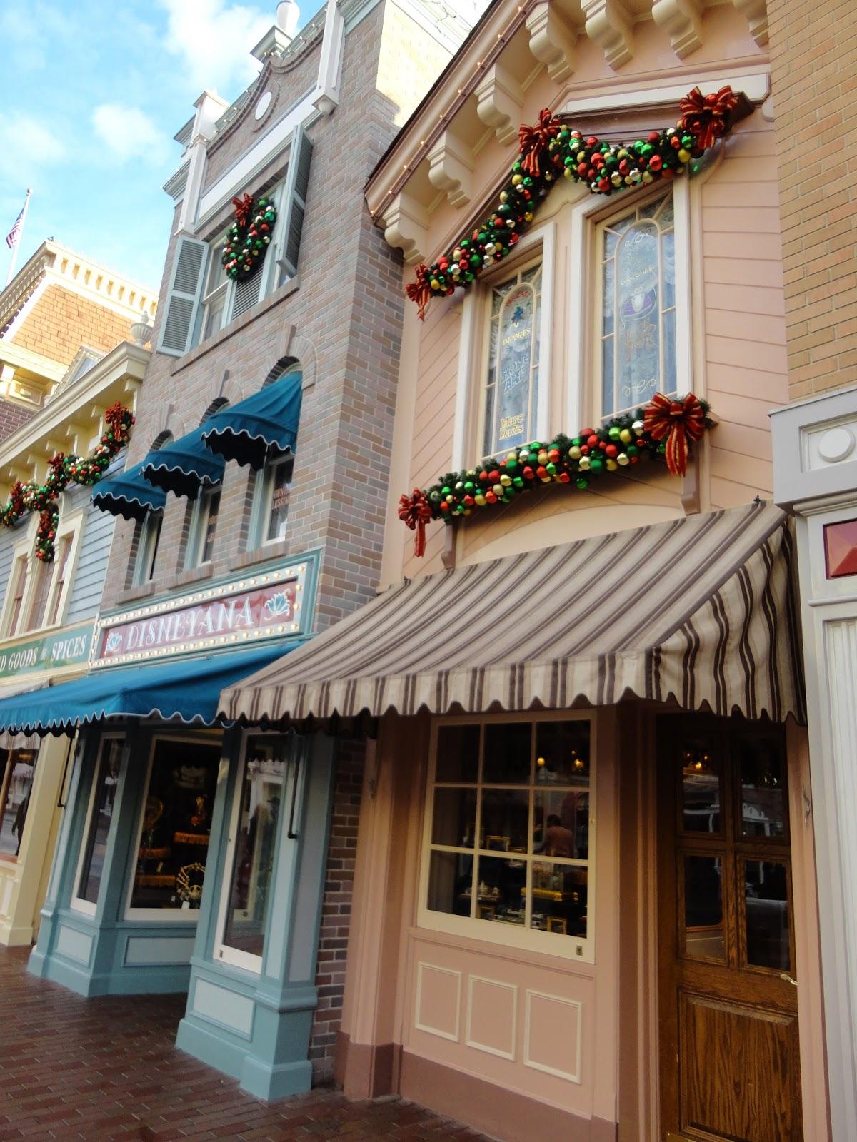 Disneyland: Main Street Disneyana Building