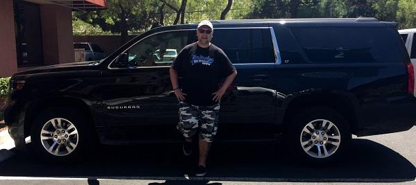 Ich vor meinem Chevy Suburban 2016 in Las Vegas, Nevada
