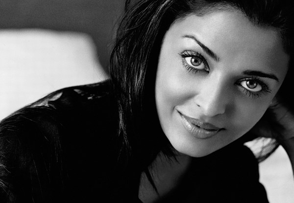 Black and white hot Aishwarya Rai pics