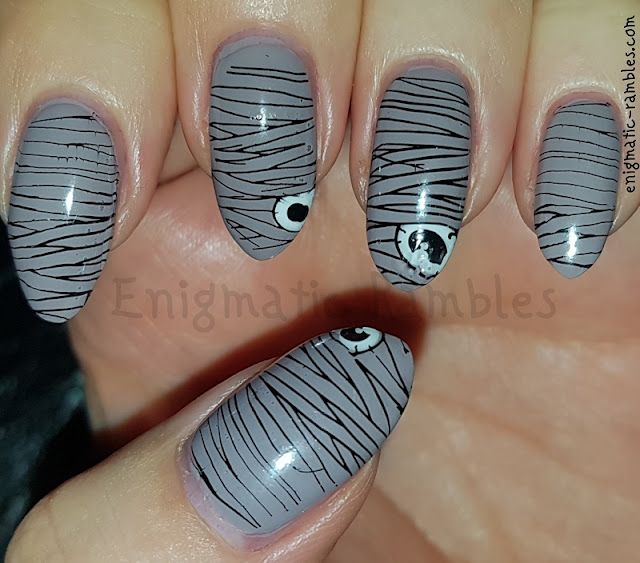 Halloween-Mummy-Nails