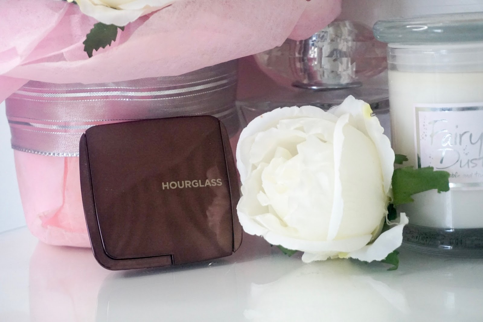 Beauty | Hourglass Ambient Lighting Powder