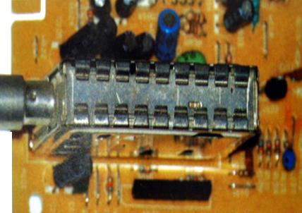 9 komponen tv dan fungsinya rangkaian penala pada tv umumnya memiliki bentuk box yang merupakan pintu utama dari tv untuk memperoses sinyal yang didapat dan menguatkannya hingga 1000 ccuart Choice Image
