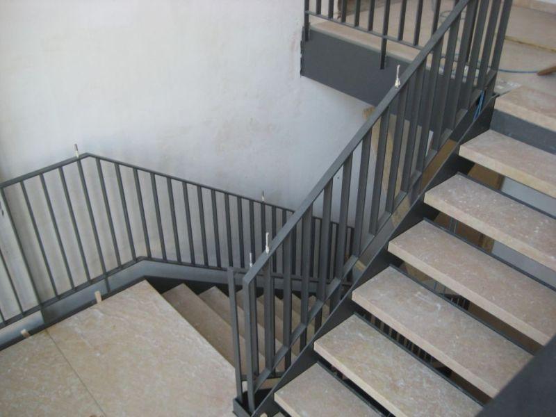 neues vom salmen in hartheim handlauf an der treppe. Black Bedroom Furniture Sets. Home Design Ideas