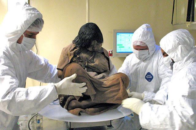 Дівчинка-підліток віком 14-15 років, яку принесли в жертву близько 500 років тому, століття пролежала в льодах на вершині шеститисячника