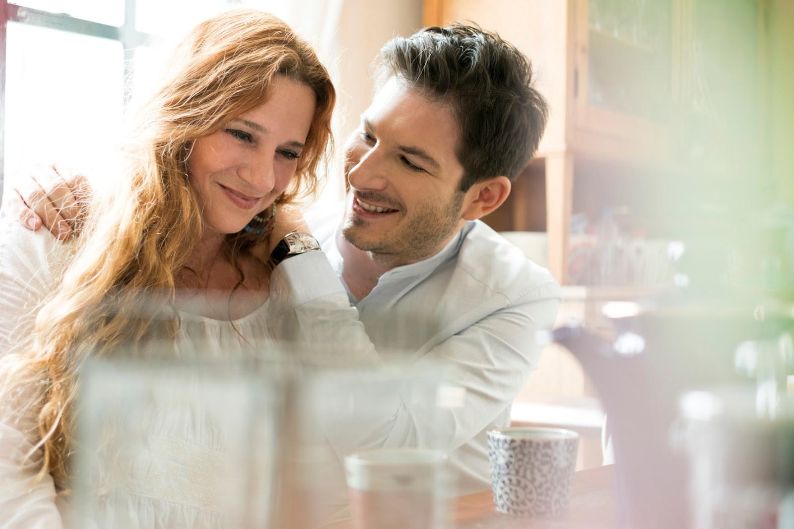 Dating πλούσιο κορίτσι Yahoo ανύπαντρος άντρας που βγαίνει με μια παντρεμένη γυναίκα