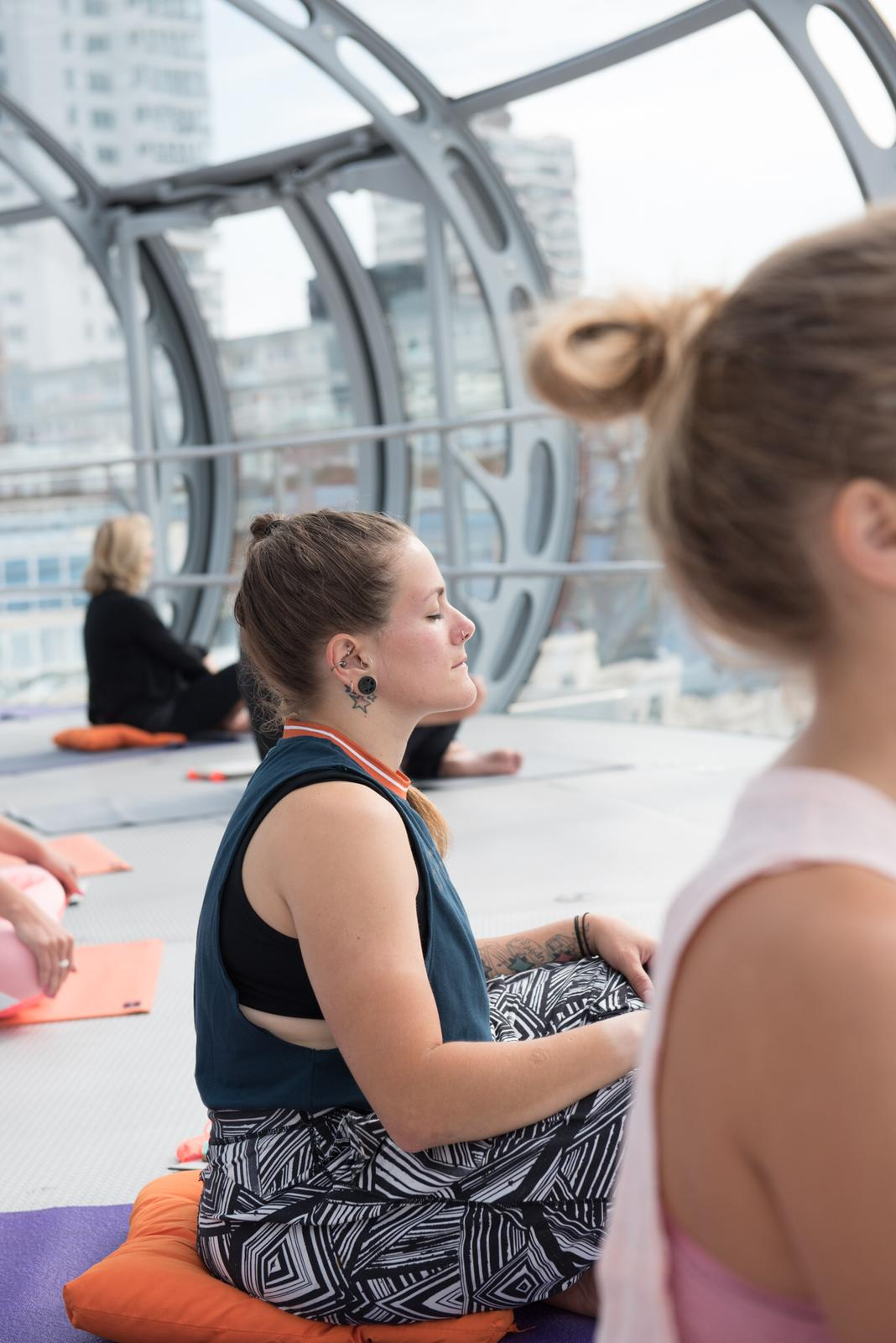 Yoga in the sky i360 Brighton - this girl can Tess Agnew fitness blogger