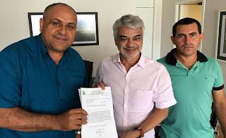 Vereador Ozéias Caetano reúne-se com senador Humberto Costa