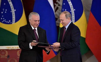Michel Temer and Vladimir Putin signed documents in Moscow.