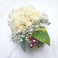 Decorador floral floristeria ramo de novia-boda en rosas blacas con baby breath y moña corinta de venta cotiza en ciudad de guatemala